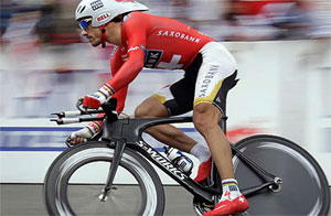 Here you have Cancellara of Switzerland Tour of a prototype of an S-Works Specialized Time Trial bicycle which the whole Team Saxo Bank to run under the Tour de France 2009